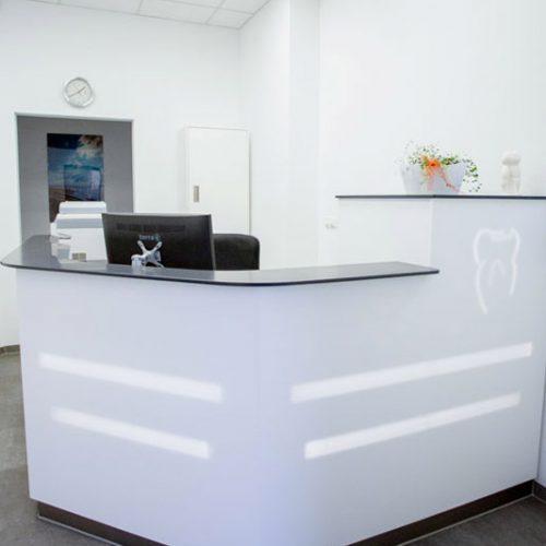 Empfangsbereich Zahnarztpraxis Dr. Frank Henning in Haldensleben.